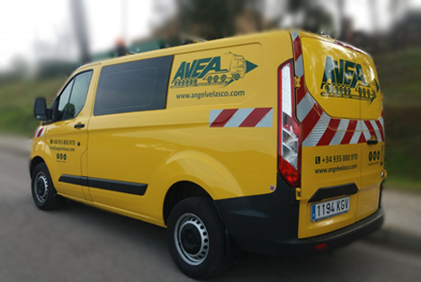 Vans up to 500 kg for express or specialized service 24/48 hs.