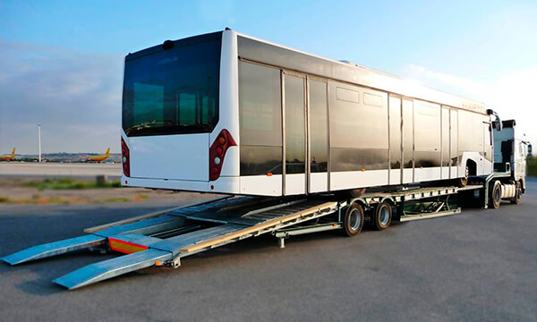 Gondola Trucks lowered from 2 axles up to 18 m. Perfect for transporting vehicles such as coaches and buses