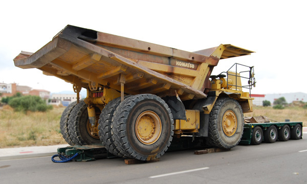 4-axle lowered gondola with double-beam level for the transport of construction vehicles
